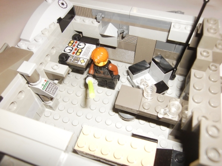 Der Jedi in seiner fast vollständig eingerichteten Schrotthöhle.